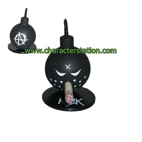Figur Mini Bomb Black by Kozik Toy2R Geneva Store Switzerland